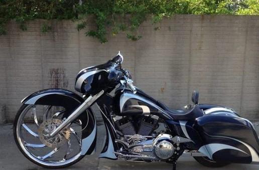 Black Custom Bagger | Motorcycle