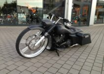 Heavy Black Bagger | Choppers